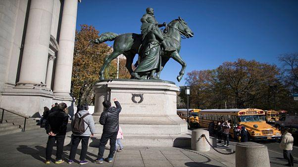 نیویورک مجسمه تئودور روزولت را از مقابل موزه شهر برمیدارد