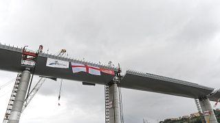 Una fase della costruzione del ponte