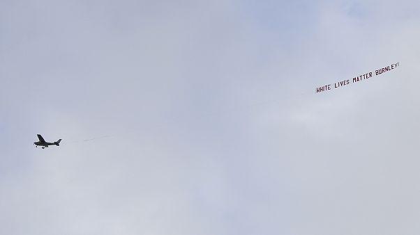 Flugzeug mit Schriftzug