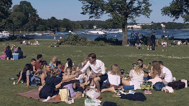 من أحد المنتزهات في ستوكهولم خلال تفشي فيروس كورونا
