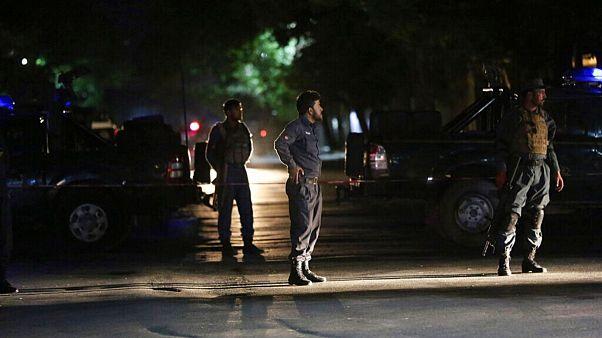 ماموران پلیس افغانستان در محل بمبگذاری سه هفته پیش در کابل