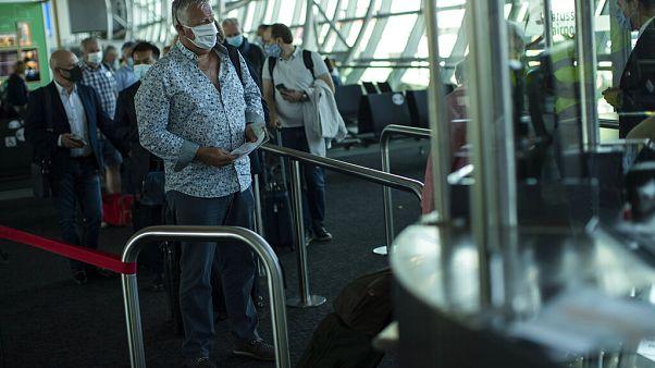 Siguen las cancelaciones de vuelos, a pesar de la reapertura de las fronteras