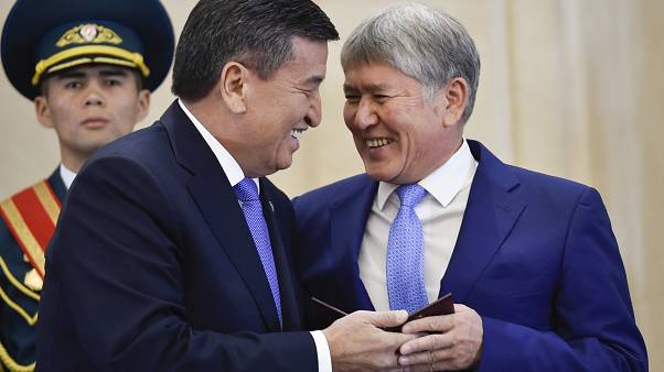 Kirgistans Ex-Präsident Almasbek Atambajew (rechts) mit seinem Nachfolger Sooronbai Jeenbekov, im November 2017