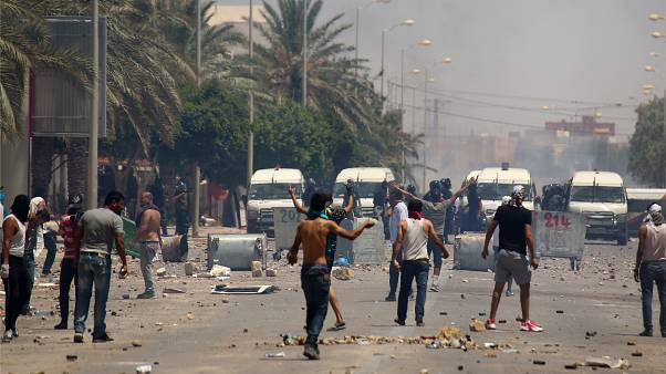 Συγκρούσεις διαδηλωτών με αστυνομικές δυνάμεις