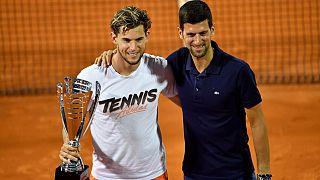 Djokovic posa con el austriaco Dominic Thiem, ganador del torneo