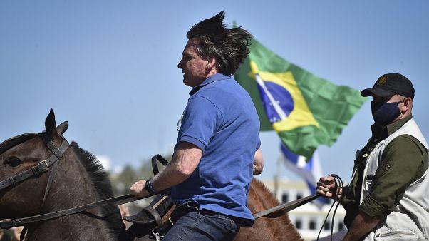 Justiça brasileira obriga Jair Bolsonaro a usar máscara
