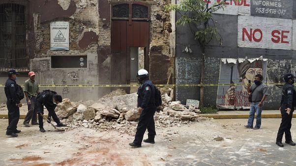 Meksika'dameydana gelen 7,4 büyüklüğündeki depremin ardından maddi hasar meydana geldi