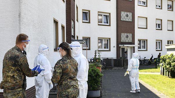 طاقم طبي عسكري ألماني يجري اختبارات كوفيد-19لعمال وعائلاتهم في فيرل - 2020/06/23