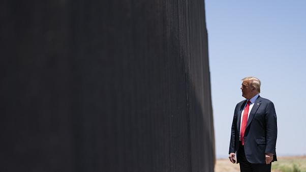 Trump inspeciona muro na fronteira com o México