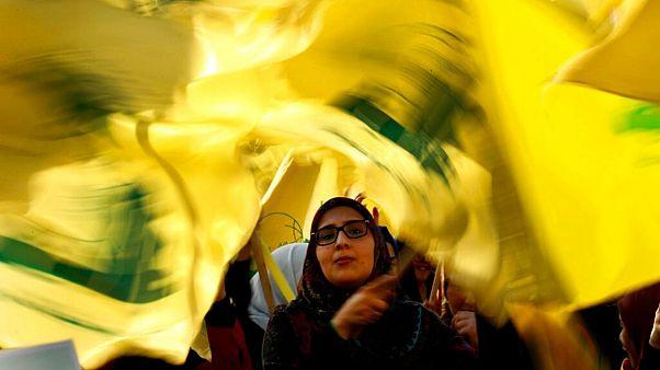 یکی از هواداران گروه حزبالله در بیروت
