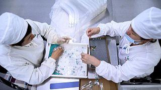 شركة صينية تحصل على موافقة لتجريب المرحلة الثالثة من لقاح كورونا في الإمارات