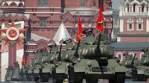 """روسيا تحتفل ب""""عيد النصر"""" بعرض عسكري ضخم وبوتين يشيد بدور الاتحاد السوفيتي"""