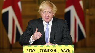 Boris Johnson, habla durante una sesión informativa sobre el coronavirus en Downing Street, Londres, el martes 23 de junio de 2020.