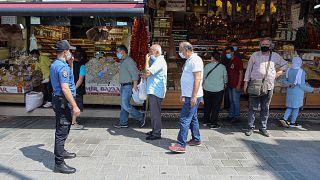 İstanbul'da polis maske denetimi yapıyor