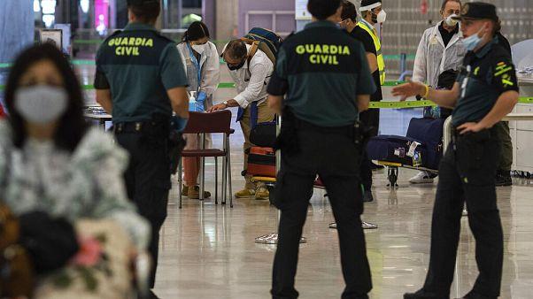 Controles en el aeropuerto de Madrid Adolfo Suárez - Barajas