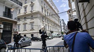 الجزائر: أحكام قاسية تتعلق بقضايا فساد وتبييض أموال واستغلال النفوذ لمقربين من النظام السابق