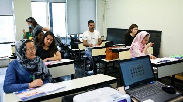 Μαθήματα σε πρόσφυγες και μετανάστες