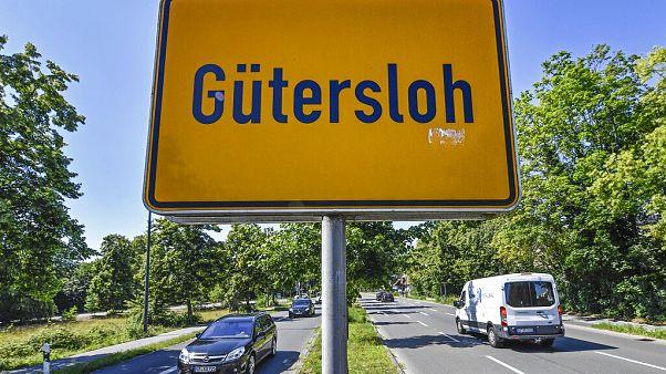 Gütersloh határát jelző tábla, ezen belül csak korlátozottan lehet közlekedni