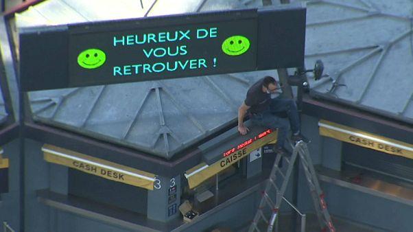 Главная достопримечательность Парижа снова доступна