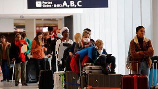 مسافران در یکی از فرودگاههای فرانسه