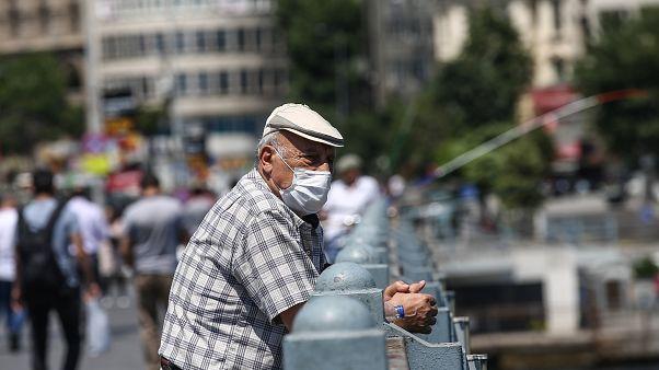 65 yaş ve üzerindekiler, izin belgesi alarak turizm amaçlı seyahat yapabilecek