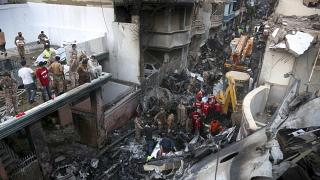 موقع تحطم الطائرة الباكستانية