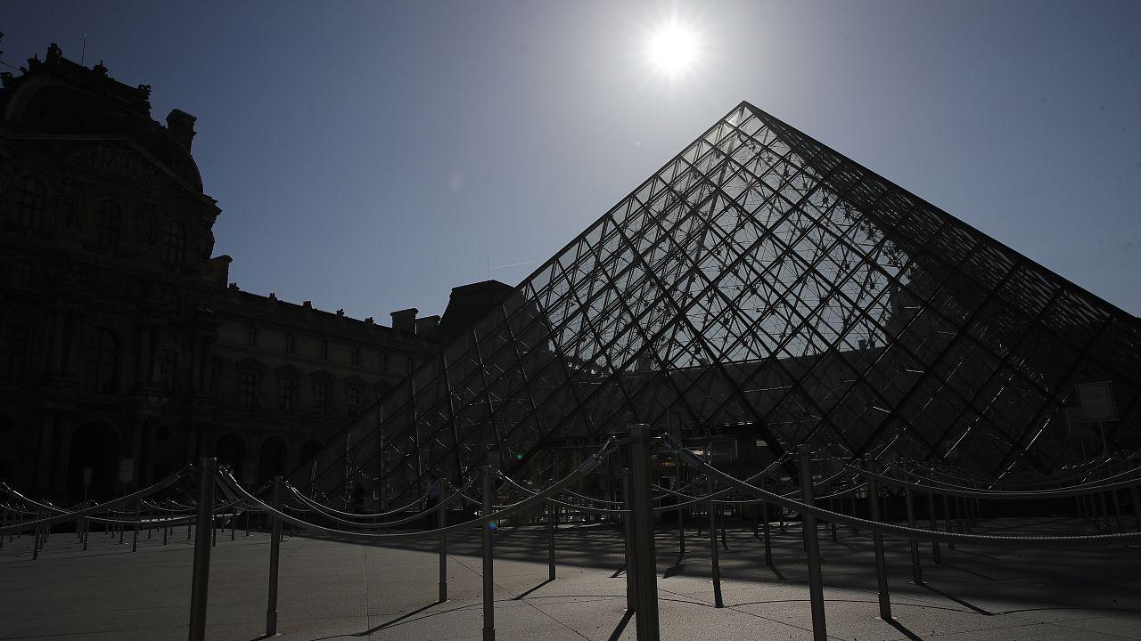 Le Louvre prêt à rouvrir : mesures sanitaires et discours rassurant