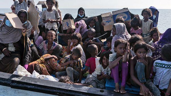 Endonezya açıklarında kurtarılan Arakanlı Müslüman sığınmacılar