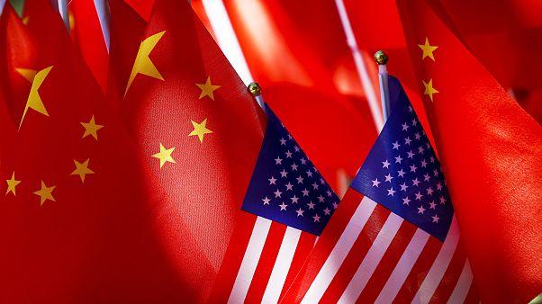 العلم الصيني والأمريكي في صورة واحدة