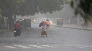 صواعق البرق تودي بحياة 107 أشخاص على الأقل في الهند