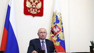 تعديلات بوتين الدستورية تعمق الهوة بين الأجيال