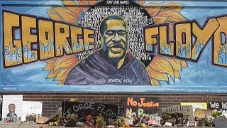 Mort de George Floyd : hommage sur les lieux du drame un mois après