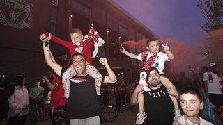 Fans des FC Liverpool feiern den Meistertitel