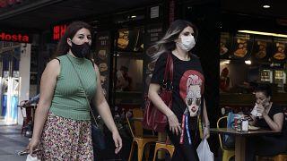 Koronavirüse karşı Ankara'da maskeleriyle yürüyen kadınlar