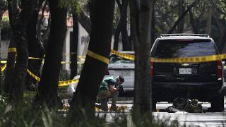 صورة التقطت لأفراد إحدى العصابات المكسيكية أثناء محاولتهم اغتيال قائد شرطة العاصمة