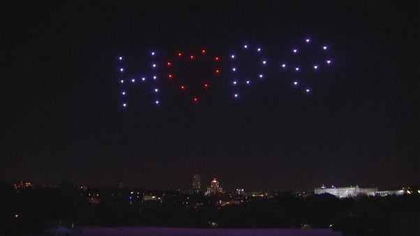 """طائرات مسيرة تشكل كلمة """"أمل"""" في سماء مدريد - 2020/06/26"""
