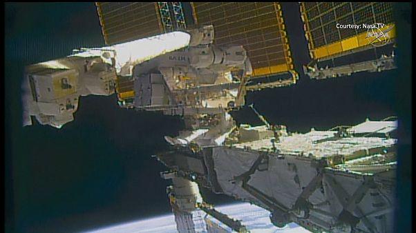 فرمانده کریس کسیدی هنگام راهپیمایی فضایی