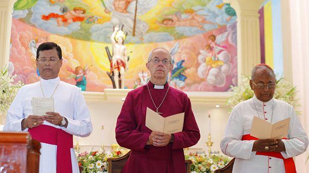 A canterbury érsek Sri Lankán 2019-ben egy helyi római katolikus templomban