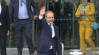 Micheál Martin  aprovado pelo parlamento