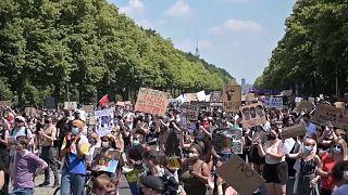Berlin'de ırkçılık ve polis şiddeti protesto edildi