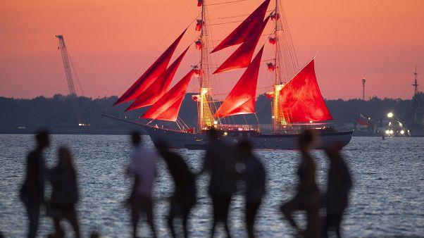 Scarlet Sails Festival takes place in Russia despite coronavirus pandemic