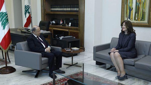 الرئيس اللبناني ميشال عون خلال استقباله السفيرة الأمريكية دوروثي شيا في بيروت - 2020/06/11
