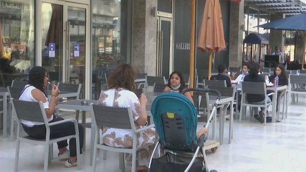 شاهد: مصر ترفع قيود الإغلاق عن المطاعم والمقاهي والنوادي والمسارح