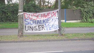 Protestbanner von Schalke-Fans