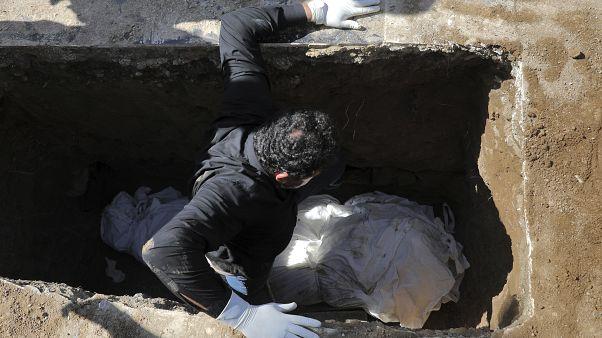 کرونا در ایران همچنان قربانی میگیرد