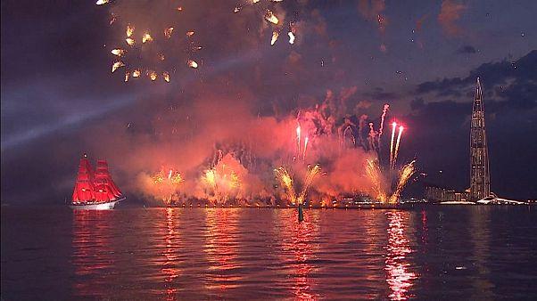 Szentpétervár: Bíborvörös Vitorlák Fesztivál helyszíni nézők nélkül