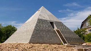 Пирамида Хеопса в русской деревне