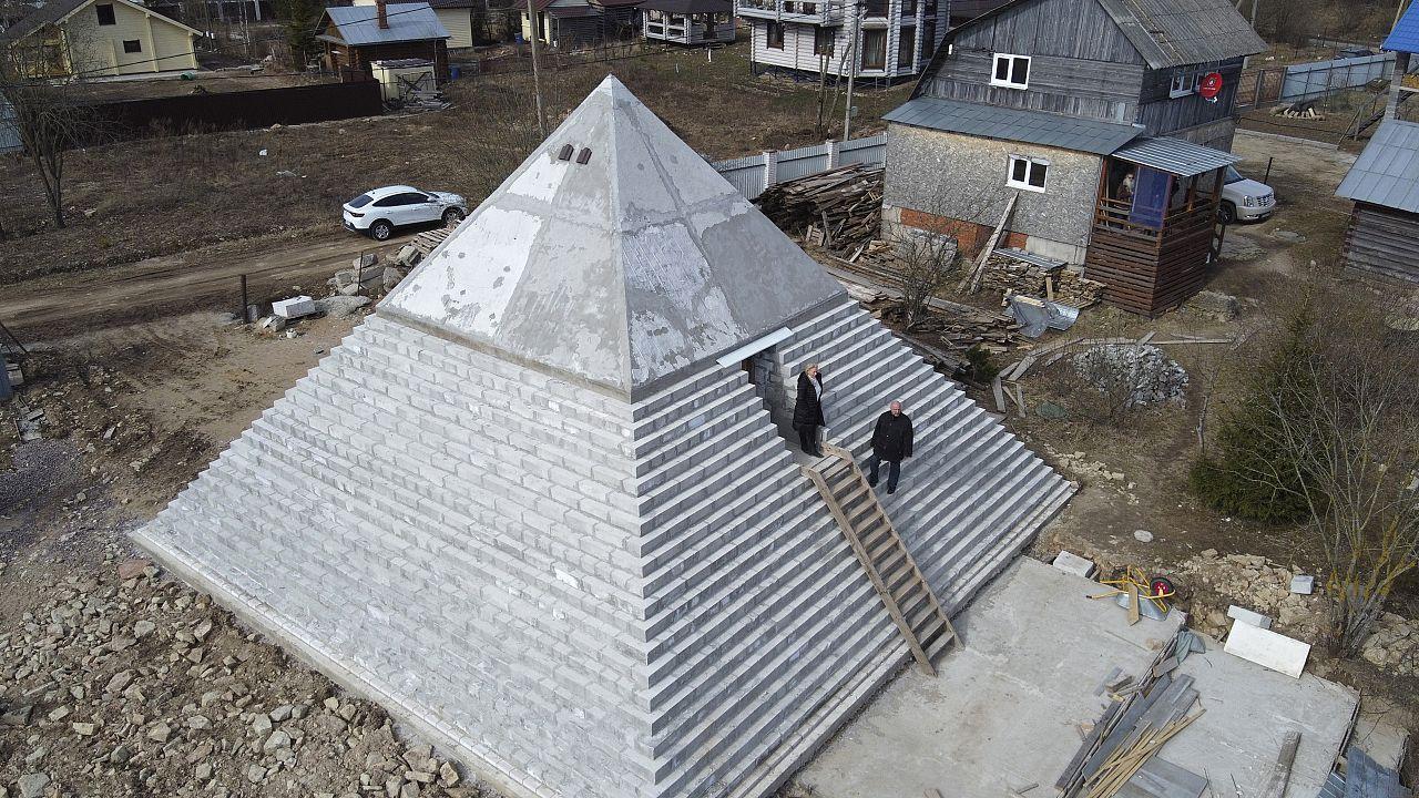 Was Eigenes, was Spitzes: Eine Pyramide im Garten