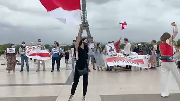 A fehérorosz ellenzékért tüntettek Párizsban