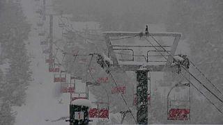 Schnee, aber keine Skifahrer. Bariloche, Argentinien, Screenshot von AFP TV